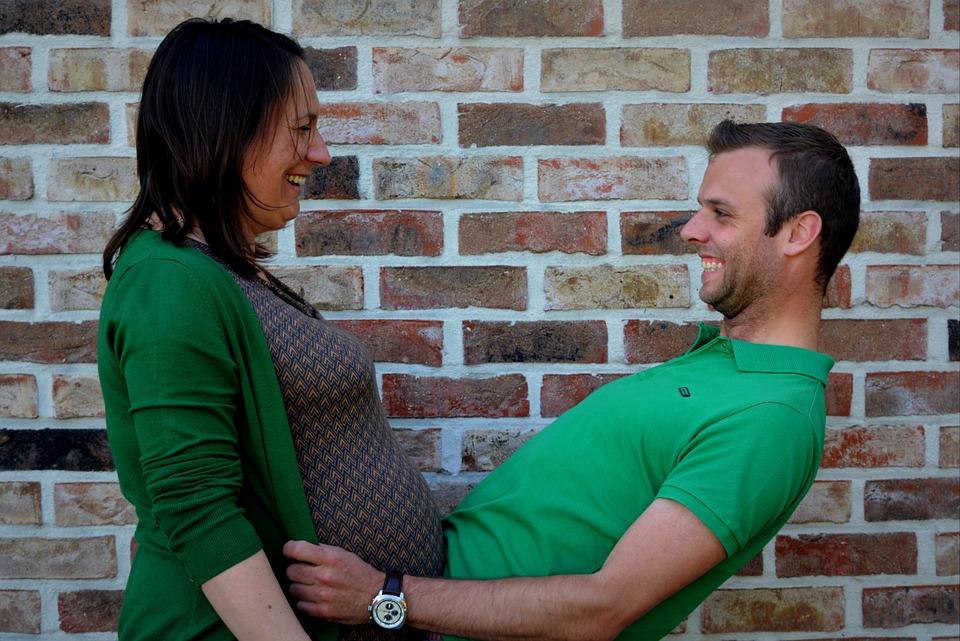 Suivi grossesse mois par mois avec un tarologue fiable